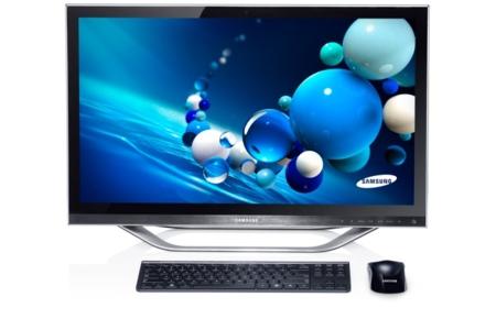 Samsung AIO Series PC 7 de frente con teclado y ratón