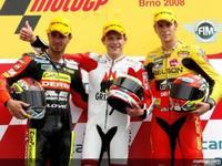 Bradl reafirma su progresión venciendo en Brno