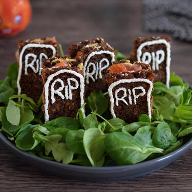 Cementerio de canapés de salmón con mostaza y queso crema: receta sencilla para la mesa de Halloween