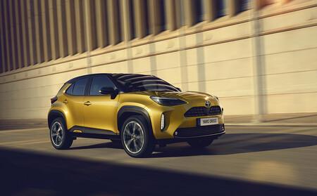 El Toyota Yaris Cross llega a España en sus versiones más baratas: un B-SUV desde 23.350 euros con descuento