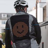 Ford diseña una chaqueta con emojis que podría mejorar la comunicación entre ciclistas y moteros