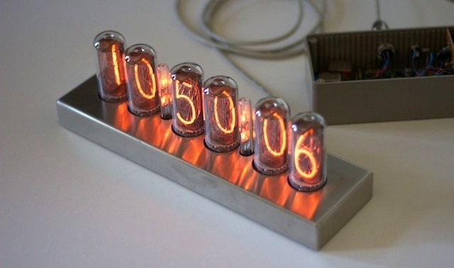 Reloj retro con digitos nixie, controlados por la Raspberry Pi