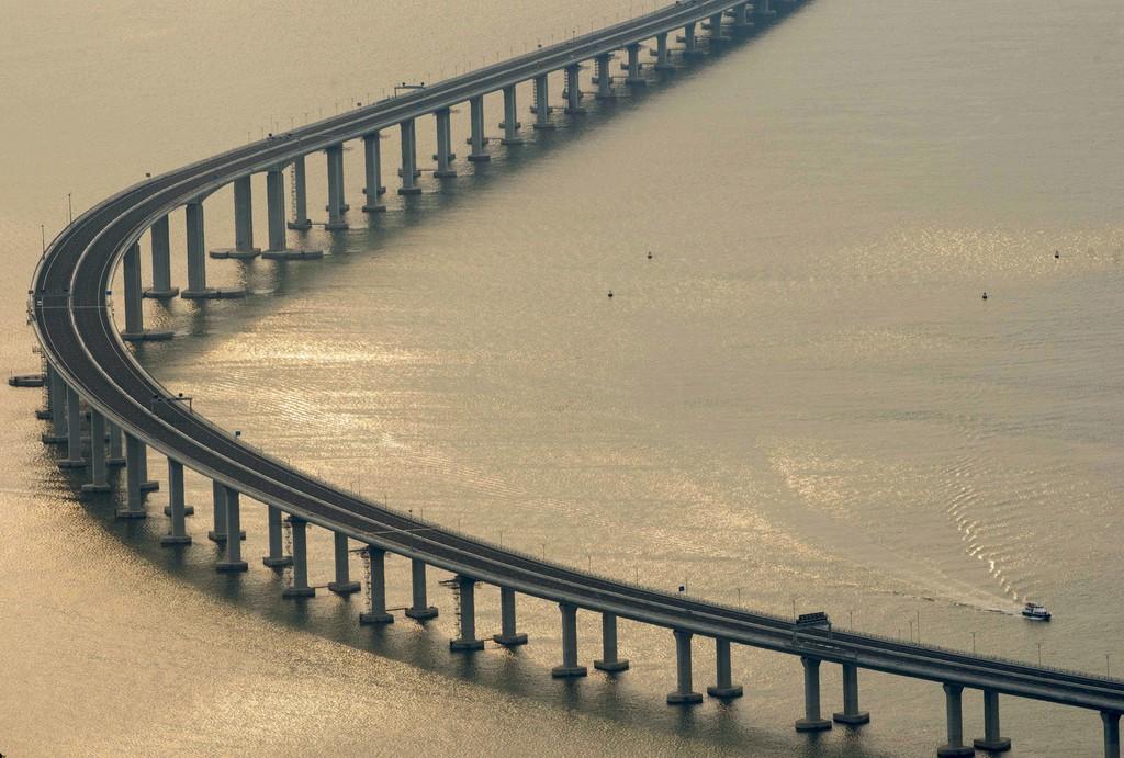 China inaugura el puente sobre el mar más largo del mundo y es espectacular