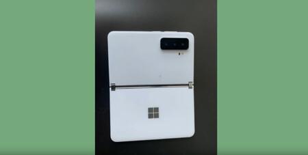 Las primeras fotos filtradas del Microsoft Surface Duo 2 revelan una cámara triple y dos pantallas separadas