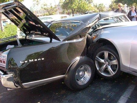 Lexus incrustado Pontiac LeMans