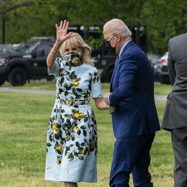 Jill Biden nos enamora gracias a un precioso vestido estampado muy similar al que ya lució Meghan Markle