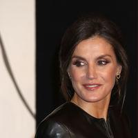 Doña Letizia asiste por primera vez a un festival de cine y lo hace con un total look en negro
