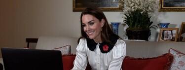 Kate Middleton apuesta por una blusa blanca satinada con cuellos de bebé de lo más ideal