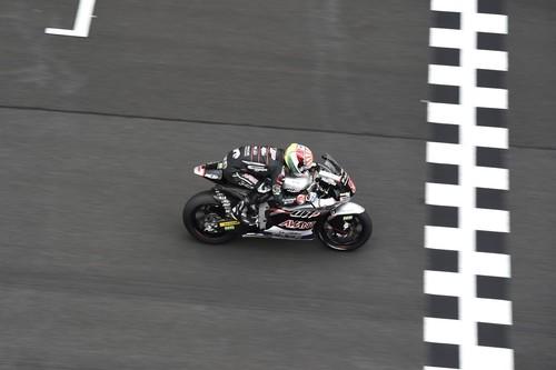 Victoria y título para Johann Zarco en una complicada carrera de Moto2