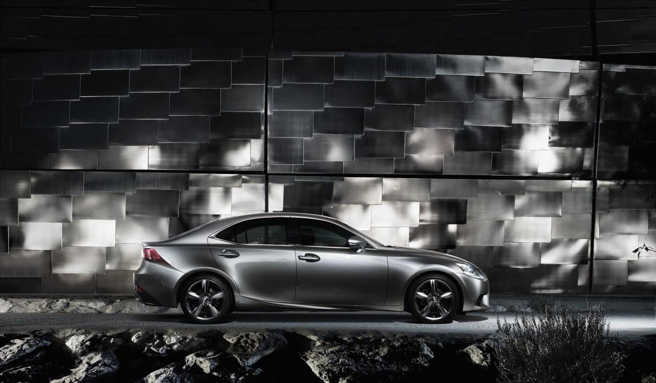 Foto de Lexus IS 300h (44/53)