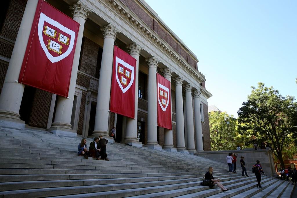 Harvard se pasa a las clases online: el próximo curso se podrá tomar 100% en remoto, manteniendo el precio de la matrícula
