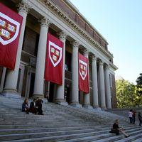 Harvard se pasa a las clases online: el próximo curso se podrá tomar 100% en remoto, manteniendo los 50.000 dólares de matrícula
