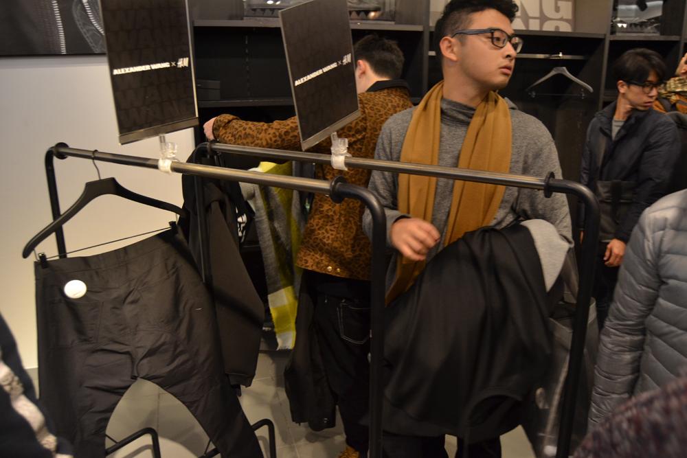 Foto de Alexander Wang x H&M, la colección llega a tienda (Madrid, Gran Vía) (4/27)