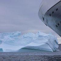 Un colosal iceberg ha hecho renacer el turismo de un pueblecito canadiense de 465 personas