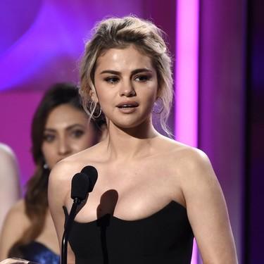 Selena Gómez triunfa en los Billboard Women in Music con un corsé de lo más revelador
