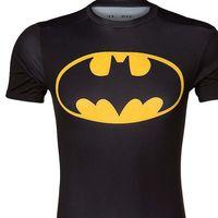Esta camiseta  Under Armour inspirada en Batman está rebajada un 50% en Zalando: ahora cuesta 22,45 euros con envío gratis