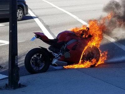 Ducati investiga la combustión espontánea de una Panigale V4 recién estrenada en Estados Unidos