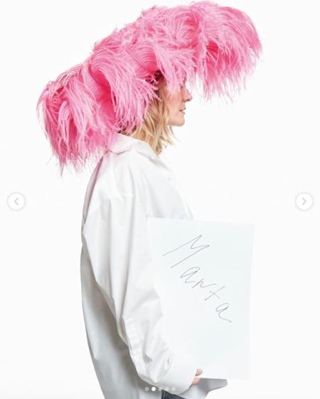 Marta Ortega posa para Pierpaolo Piccioli con el sombrero de plumas con el que deslumbró en la boda de Carlota Casiraghi