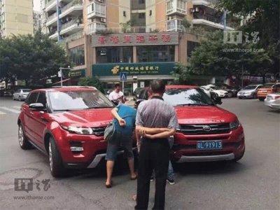 ¡No es broma! Este Range Rover Evoque ha chocado con un Landwind X7, su clon chino