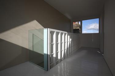 Una gran escalera para espacios pequeños