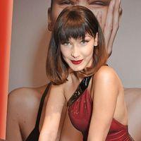 Bella Hadid, una espectacular mujer de rojo