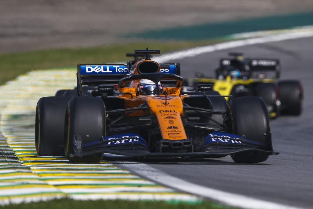 ¡Histórico! Carlos Sainz consigue su primer podio en la Fórmula 1 gracias a la sanción a Lewis Hamilton