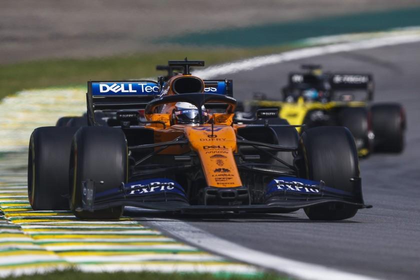 ¡Histórico! Carlos Sainz consigue su primer podio en la Fórmula 1 gracias a la sanción a Lewis Hamilton - Motorpasión