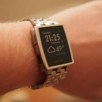 La guerra de los relojes ya ha empezado: la App Store empieza a retirar aplicaciones por mencionar el Pebble