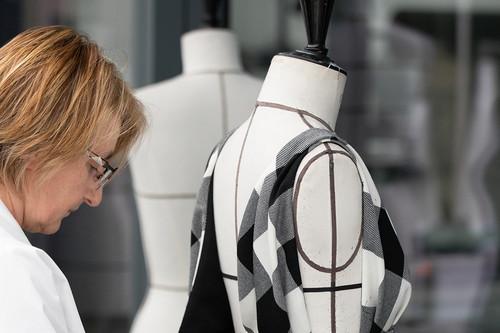 Así se ha trabajado en los talleres de Dior la última colección con Maria Grazia Chiuri como capitana