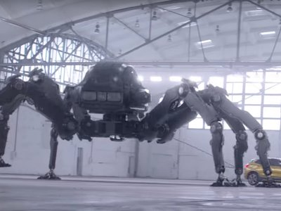 BMW ha lanzado el anuncio del X2 para la pequeña pantalla, y queremos un poco de lo que toma esta gente