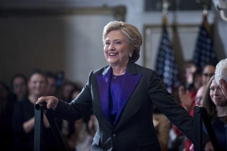 Hillary Clinton Concession Speech Discurso Morado Negro Traje Ralph Lauren 3