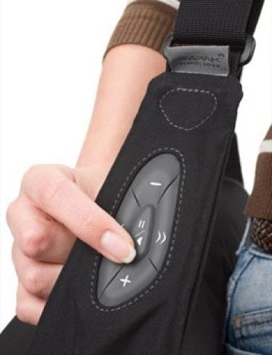 Mochilas para usar el iPhone sin sacarlo por Dicota