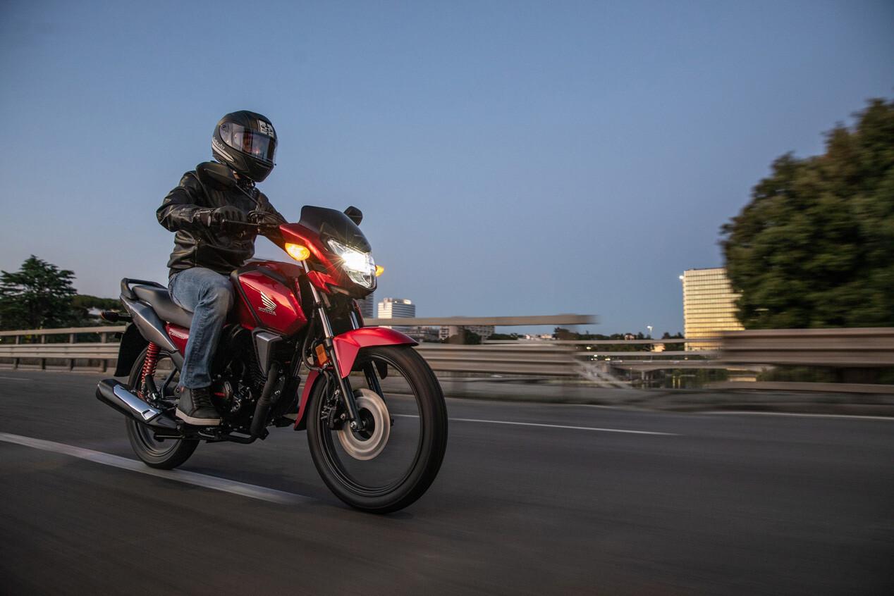 Foto de Honda CB125F 2021 (2/8)