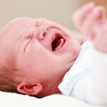 Un aviso: no dejéis que pediatras ni enfermeras bajen la piel del pene al bebé para curar su fimosis