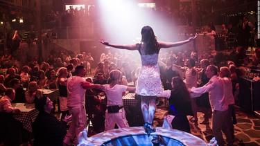 ¿Eurovisión te ha despertado ganas de ABBA? Te presentamos el mejor local del mundo para cantar sus éxitos