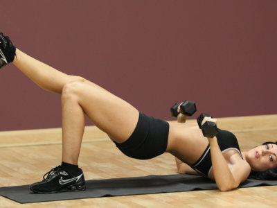 Para conseguir una buena definición muscular debemos seguir haciendo pesas