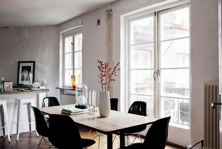 Apartamento sueco en blanco, el negro y el cobre con un look natural y acogedor