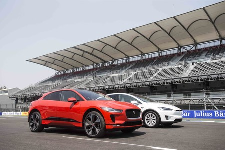 Jaguar I-Pace And Tesla Model X Challenge Autodromo Hermanos Rodriguez 3