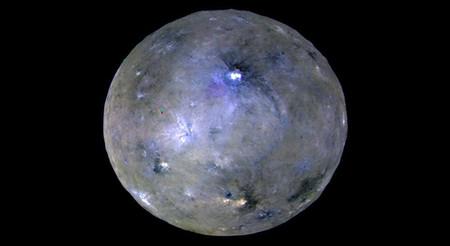 """Ceres es un planeta enano activo: lo consideran un """"mundo oceánico"""" con actividad geológica"""