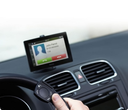 Parrot Asteroid tablet con control