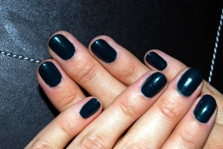 Manicura de otoño: el nuevo tono de Yves Saint Laurent Wintergreen nº 43