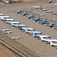 Dónde se aparca un avión: el problema de las aerolíneas tras la paralización de los vuelos