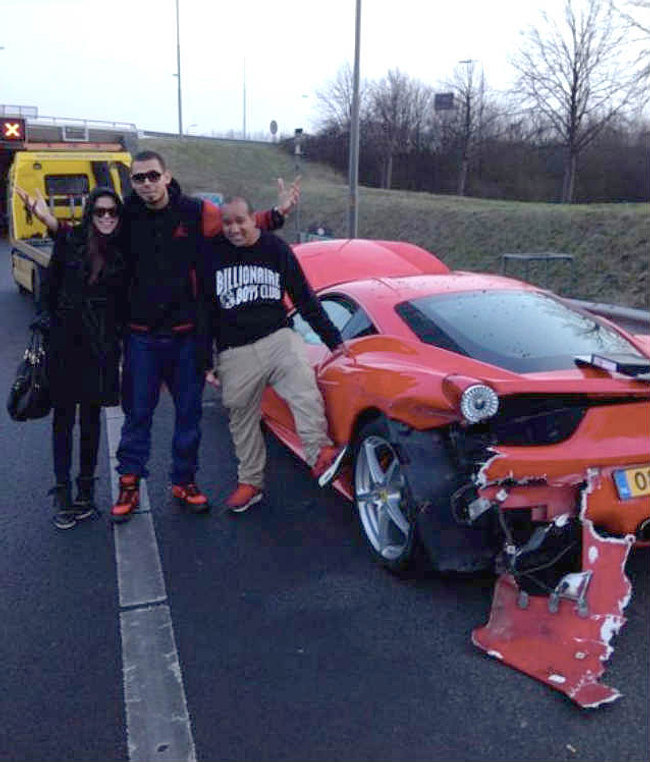 Afrojack con su 458 Italia accidentado