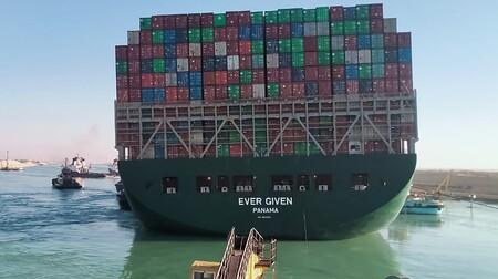"""Así han conseguido reflotar parcialmente el Ever Given en el Canal de Suez, pero aún queda trabajo: esa ha sido """"la parte fácil"""""""