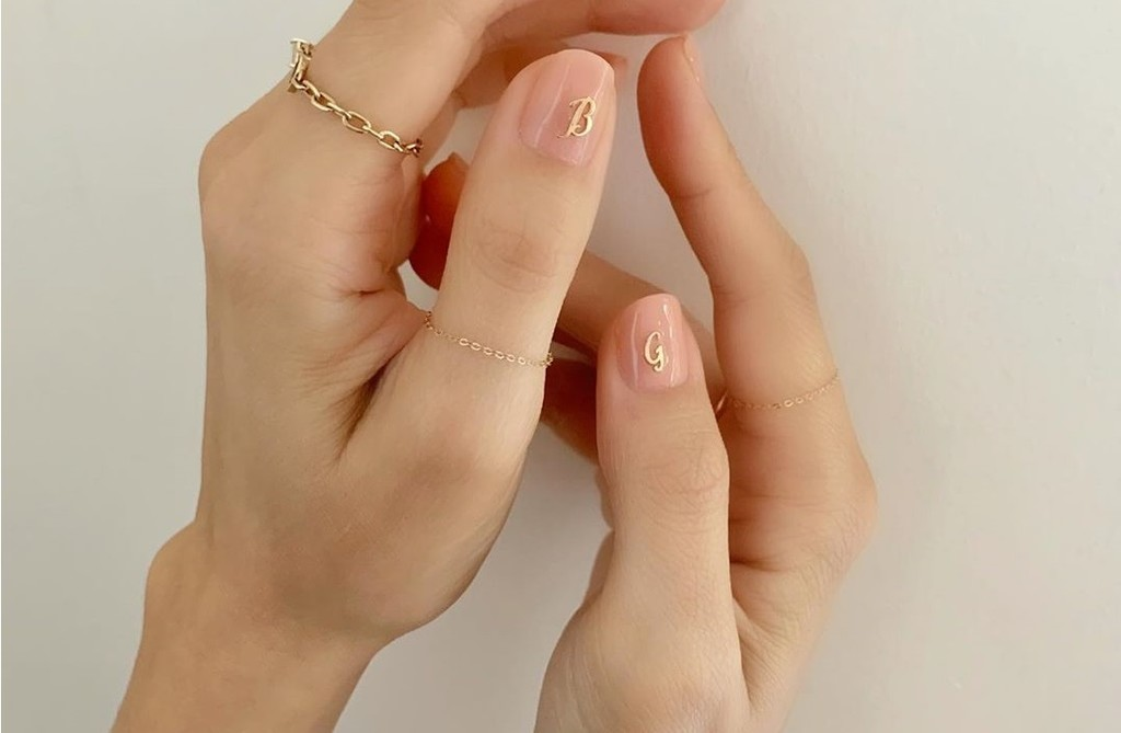Esta es la manicura de iniciales que invade Instagram: nuestras uñas mas personalizadas que nunca