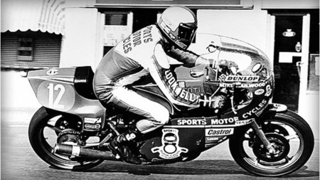 """Mike """"the bike"""" Hailwood en acción con 38 años"""