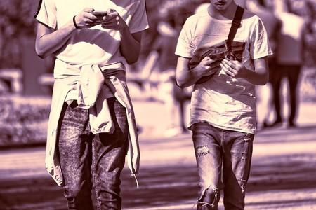 Corea del Sur estrena pasos de peatones para 'zombies' con móvil: un sistema multidimensional de 13.000 dólares