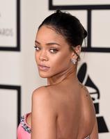 Rihanna se convierte en la protagonista de todos los memes de los Premios Grammy 2015