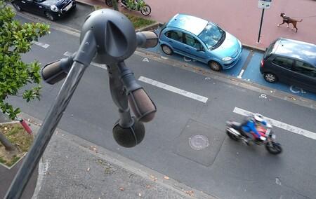 París ya multa con los radares de ruido que luchan contra el exceso de decibelios de las motos