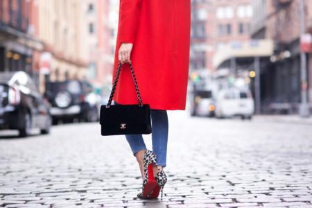 Viste tu día a día con prendas de color rojo (¡pasión!)